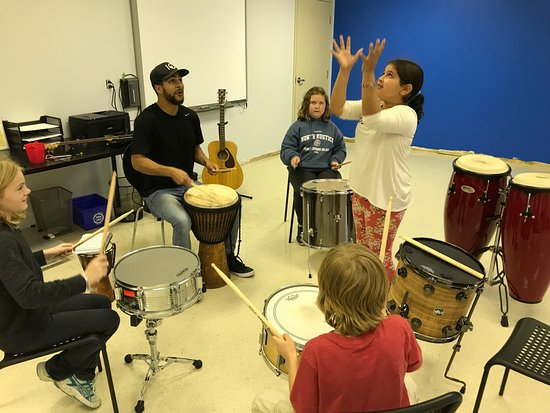Barrie, Kanada: Musical electives during our after school program