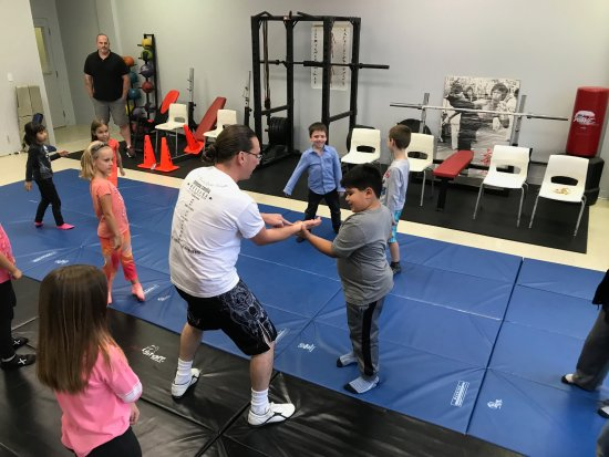 Barrie, Kanada: Martial Arts electives during our after school program