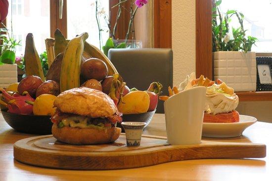 Le Sentier, سويسرا: Hamburger &  frites Maison 