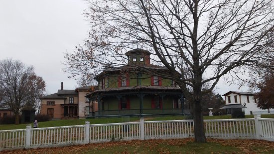 Mumford, NY: Octagonal House was surprisingly room inside