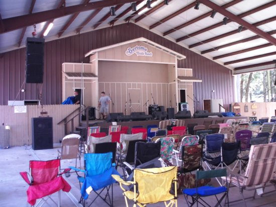 Brooksville, FL: Brand new pavilion with great sound system.