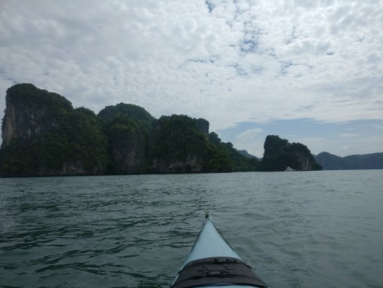 Paddle Asia - Private Day Tours: open water kayaking between the various locations