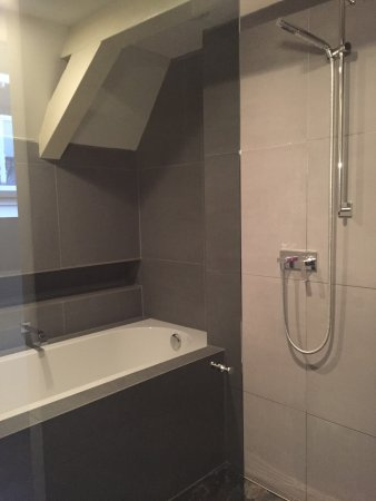La Remise: Bath and wet room/shower