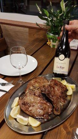 Montecalvo in Foglia, Italia: Bistecche di manzo e vino rosso La Ripe