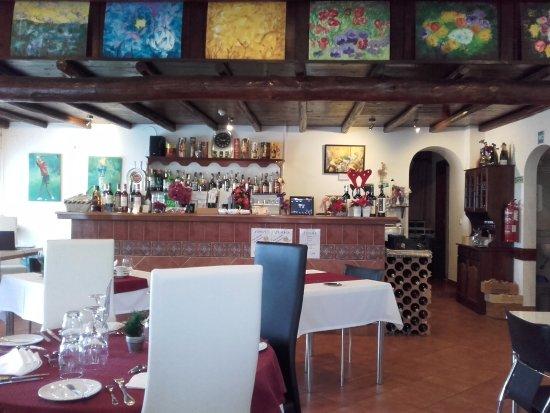 Bordeira, Portugal: le bar en entrée sur la gauche