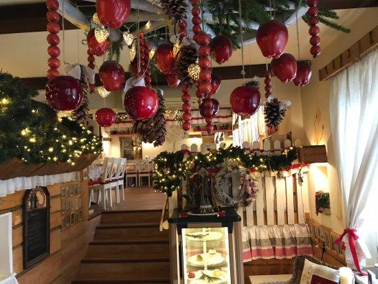 Wodzislaw Slaski, بولندا: Restauracja Wiejska Chata Świątecznie.