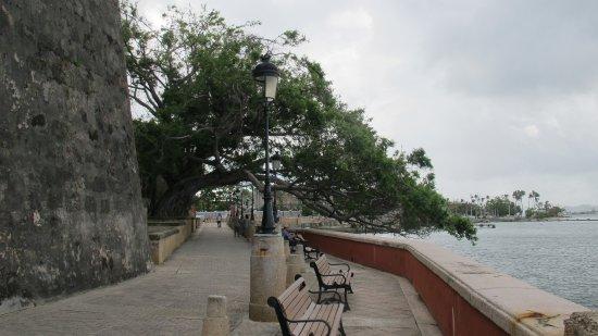 Paseo de la Princesa : Fortress walkway leading to the Paseo