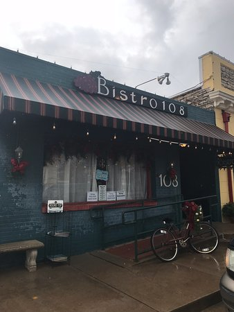 La Grange, TX: Bistro 108 outside