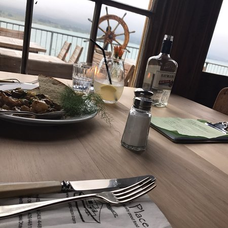 Moeraki, Nowa Zelandia: What a treat as a solo traveller and diner, to get probably the best seat in the house. Food was