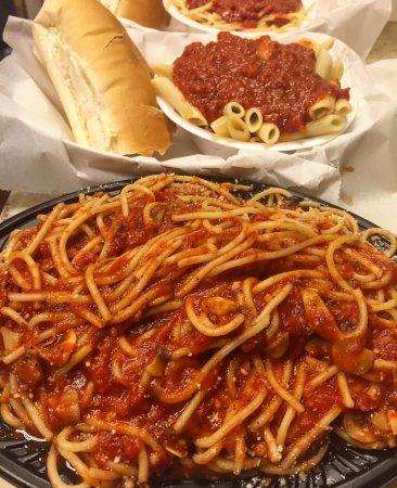 นอร์ทไมแอมี, ฟลอริด้า: Spaghetti and sides of Ziti