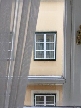 Mercure Grand Hotel Biedermeier Wien: Вид из окна