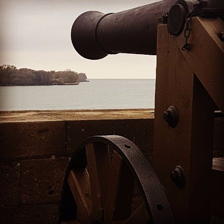 Youngstown, Νέα Υόρκη: This canon is directed to the Canadian Fort Mississauga across the Niagara river.