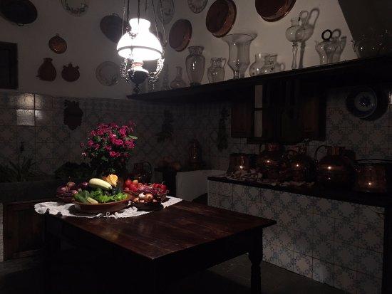 Cocina antigua del palacete: fotografía de Abaco, Palma de Mallorca ...