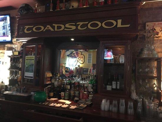 Highwood, IL: Beautiful bar! Fantastic people!