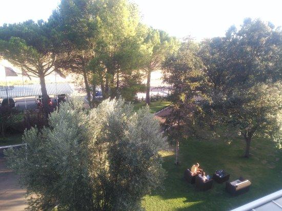 Magaz de Pisuerga, España: Cafetería con jardín