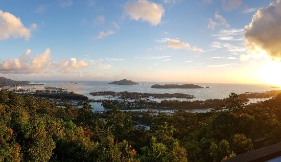 Victoria, Seychellen: Sun rise at lookout