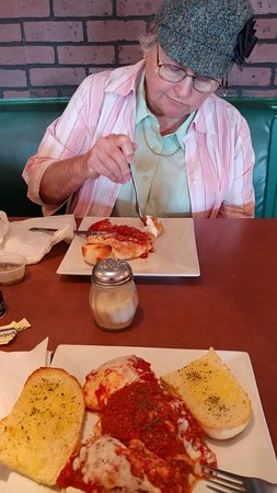 Shallotte, NC: Mom had calazone and I had stuffed shells.