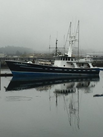 Local Ocean Seafoods: Across from the Restaurant