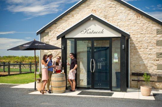 Coonawarra, Australia: Katnook's historic limestone Cellar Door where a warm welcome awaits you.