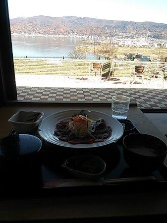Okaya, Japón: サービスエリアの馬刺定食