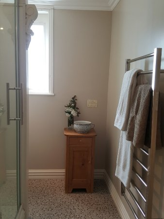 Naseby, New Zealand: Danseys seperate private bathroom