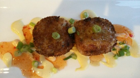 Mansfield, MA: Cool centered crab cakes