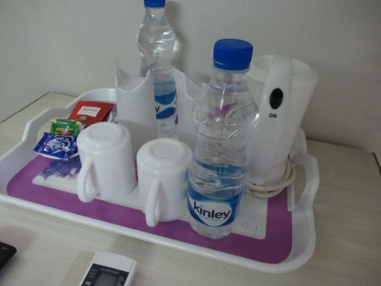 ホテル ロックウェル プラザ, 部屋に置いてあった、水・茶などのServiceセット