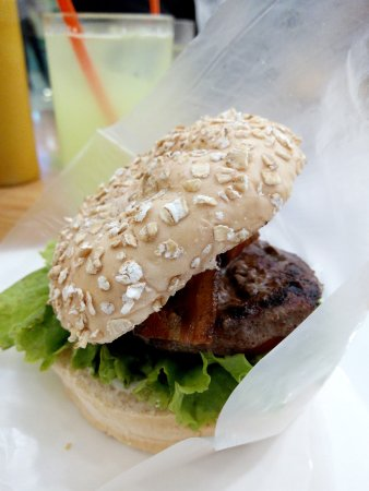 BBB Magnolia Robinsons (Big Better Burgers): love the bun