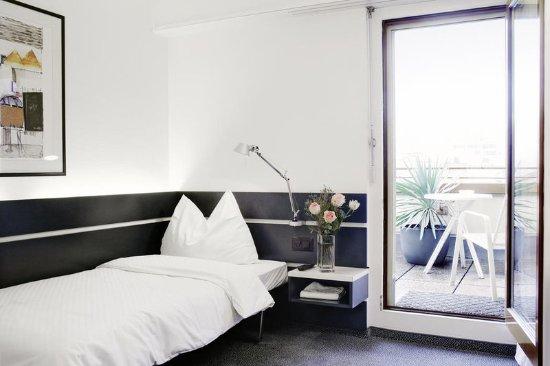 Hotel du Commerce : Guest room