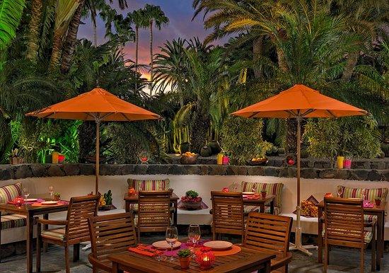 Seaside Palm Beach: Exterior