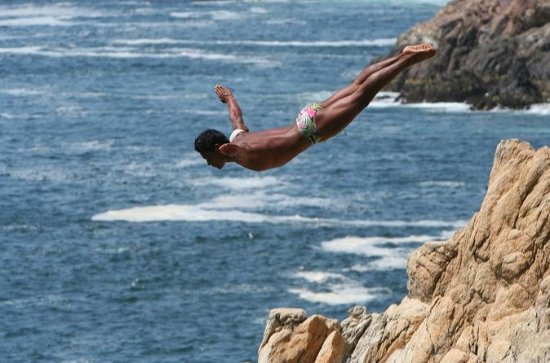 2-hour Iconic High Cliff Divers Shows...