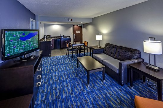 Mentor, OH: Suite