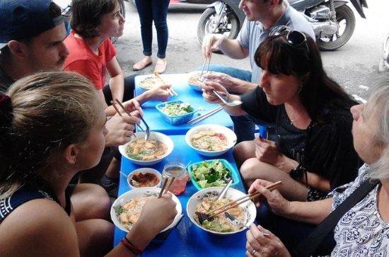 Pequeño grupo - Hanoi Food Walking...