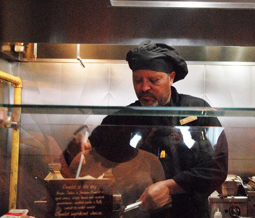 Embassy Suites by Hilton Houston - Energy Corridor: Omelette chef Zack at work behind the grill