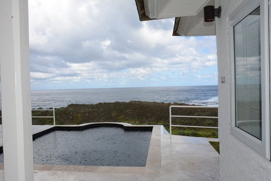 The Trident Hotel: private pool in the villa.