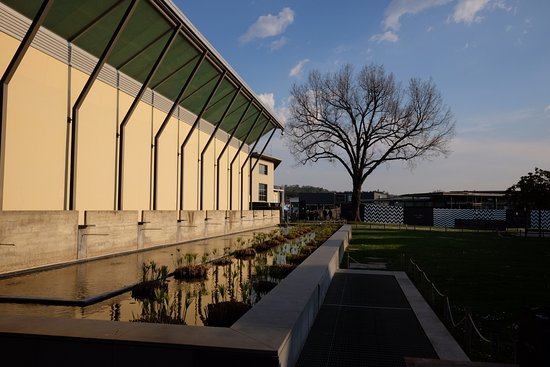 Gucci Outlet: a little scenery at the outlet :)