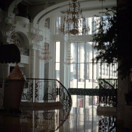 New Century Grand Hotel: ホテルロビー内