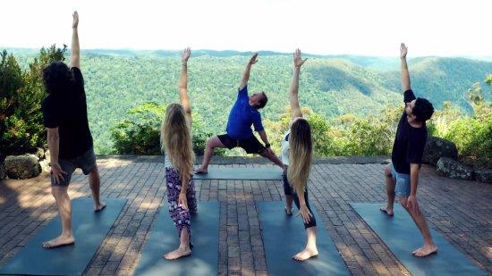 Beechmont, Australië: Weekend Yoga is always popular