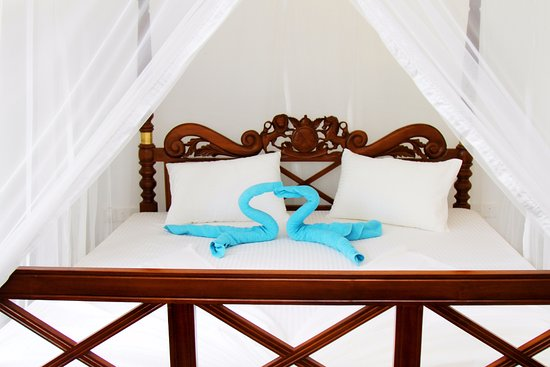 Weligama, Sri Lanka: Freedom Surf Villa - Luxury, comfortable beds.