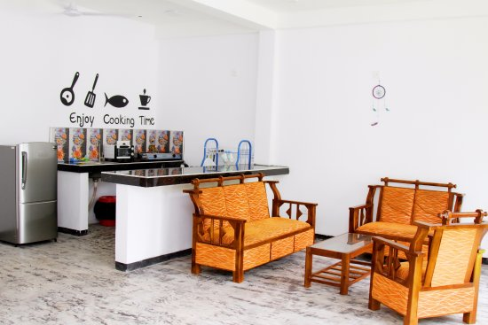 Weligama, Sri Lanka: Freedom Surf Villa - Communal lounge and kitchen area.