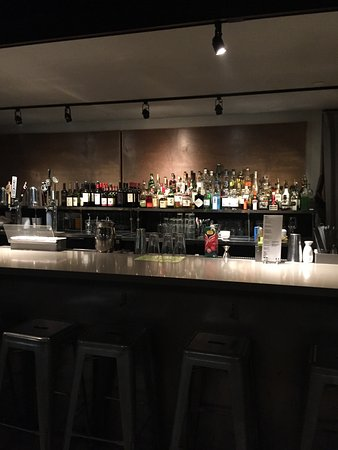 Emeryville, CA: Full Bar at Summer Summer Thai Eatery.