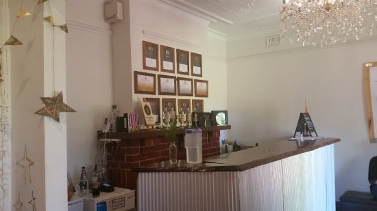Henley Brook, Australien: The tasting room with a wall full of awards.