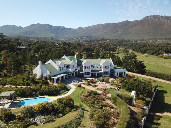 Gordon's Bay, South Africa: Birds view of the Guest house, swimming pool and garden