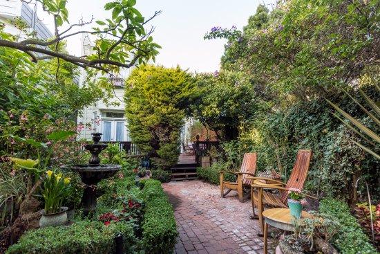 Union Street Inn: Garden