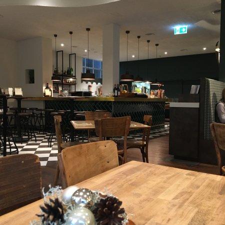 Restaurant 8001: Colazione,aperitivo e sala