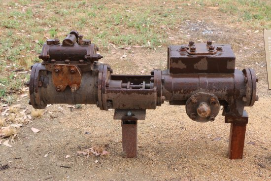 Adelong, Australien: an original pump