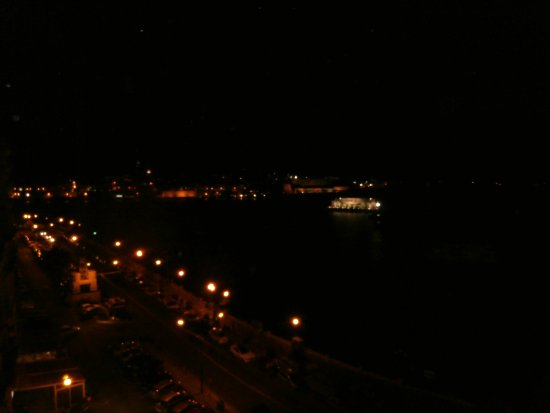 Sliema Marina Hotel: Night view over the harbour.