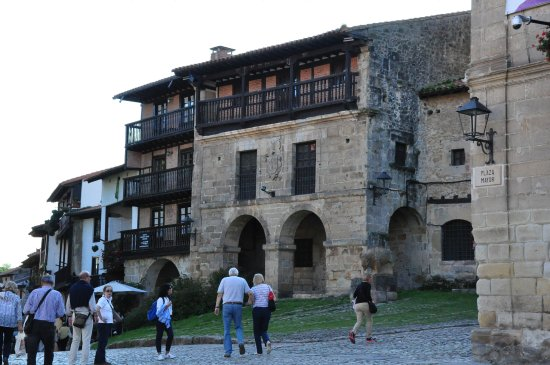 Santillana del Mar, Spain: Street view.
