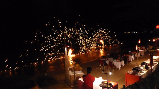 Rocky's Boutique Resort: Fire show at the BBQ