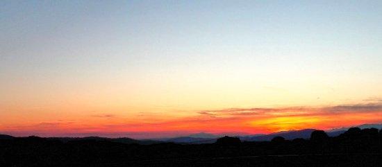 Tamajon, Spain: Puesta de sol desde el Portón de Sonsaz